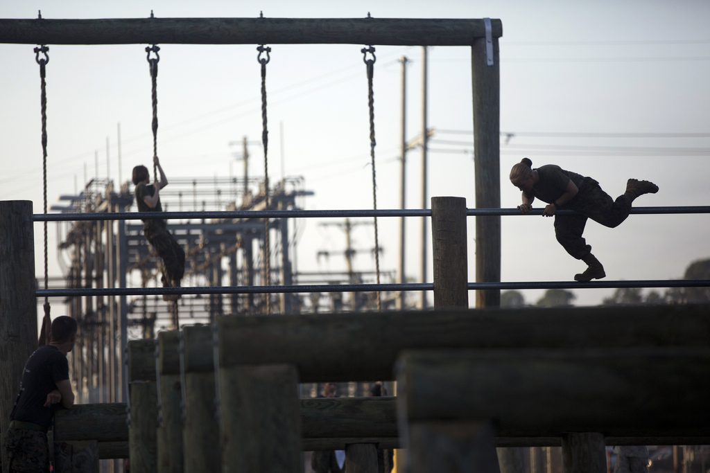female Marines on the ITB obstacle course 2013
